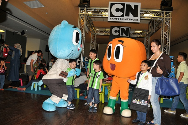 children happy with funny cartoon dresses3