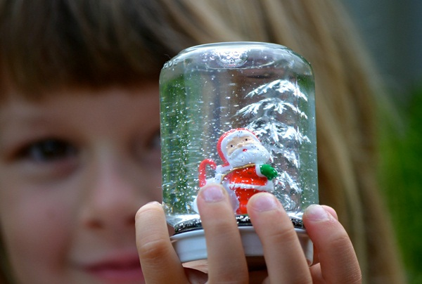 DIY Christmas Snow Globe Ideas for Kids35
