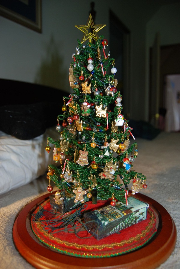 40 easy christmas tree decorating ideas for Small christmas tree decorating ideas