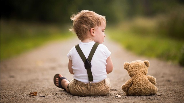 Small and Cute Baby Wallpaper download (1)