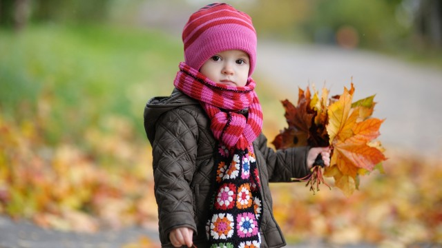 Small and Cute Baby Wallpaper download (10)