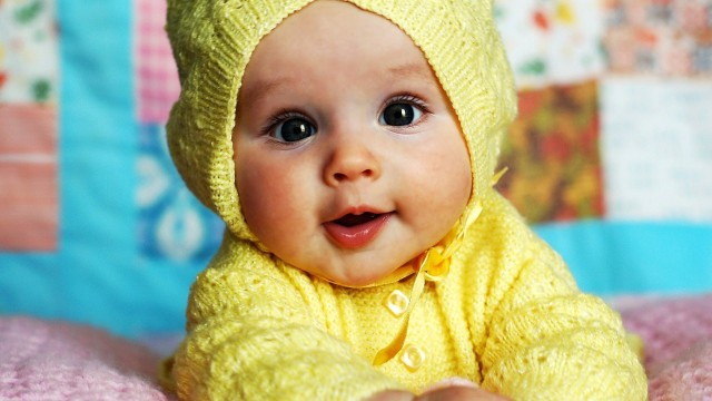Small and Cute Baby Wallpaper download (24)