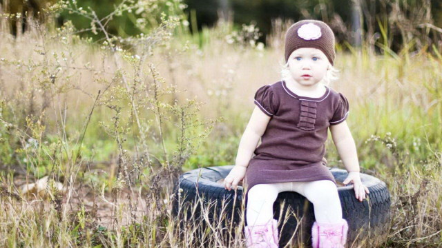 Small and Cute Baby Wallpaper download (26)