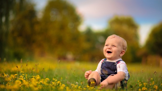 Small and Cute Baby Wallpaper download (6)