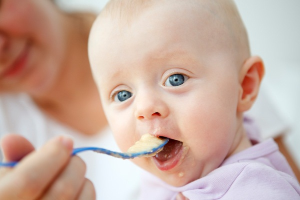 pictures-of-baby-eating-food10